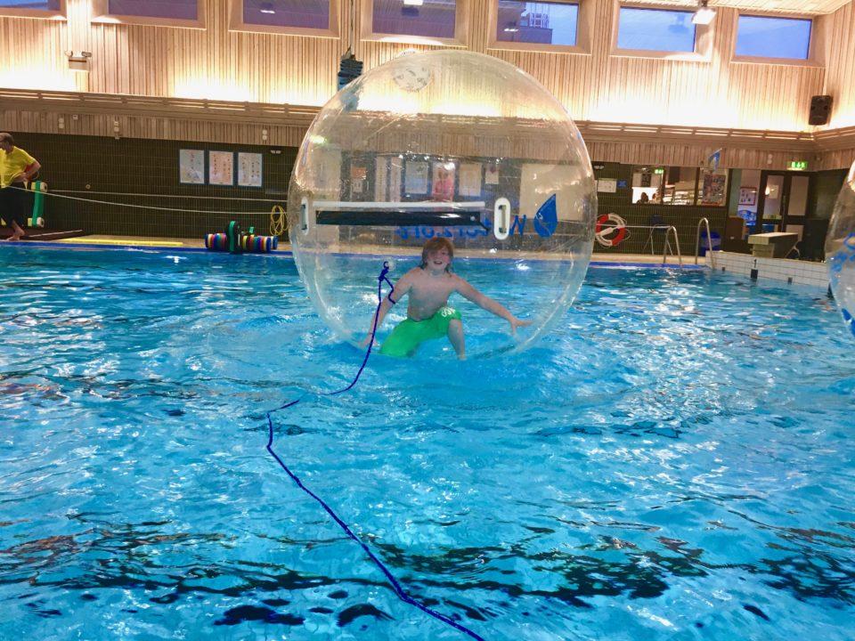 Vattenbollar fjarås simhall i Kungsbacka