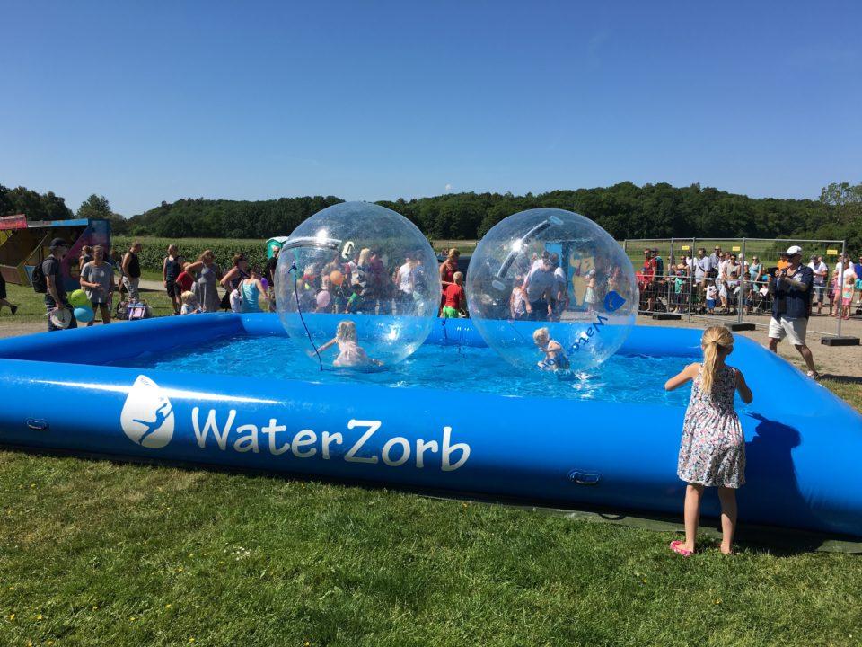 Waterzorb tjoloholm slott kungsbacka barnens dag v attenbollar